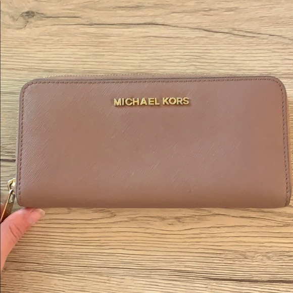 Michael Kors Handbags - Michael kors wallet rose gold